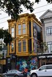 424 Haight-club en flats van de Straat de de Ondergrondse SF nacht stock afbeelding