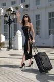 hailing för mode taxar kvinnan royaltyfri foto