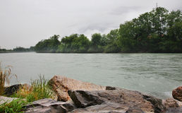 在Haiming附近的旅馆河 奥地利 图库摄影