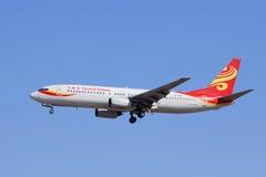 Hainan Airlines B-2868 Boeing 737-800 che atterra, Pechino, Cina Fotografia Stock