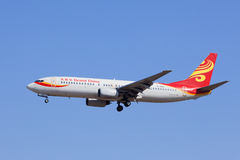 Hainan Airlines B-2652 Boeing 737-800 som landar, Peking, Kina Royaltyfri Fotografi