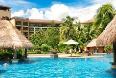 Hainan, China - Juni 29, 2018: Mooie mening van de pool in het Kempinski-hotel op het Eiland Hainan stock fotografie