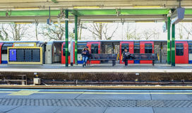 Hainault, Ilford, Essex, Engeland: 3 maart, 2017: Platform in Hai Royalty-vrije Stock Afbeelding