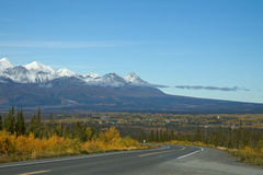 Haines Highway leading down to Haines Junction Royalty Free Stock Photos