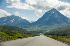 Haines Road de Haines Junction, el Yukón a Haines, Alaska foto de archivo libre de regalías