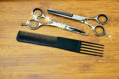 Hair cutting shears and comb Royalty Free Stock Photos
