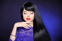 Hair. Makeup. Beautiful Brunette Girl. Healthy straight Long Hai Royalty Free Stock Photography