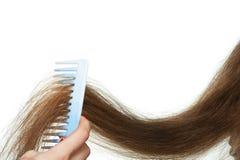 Hairbrush und langes Haar stockbild
