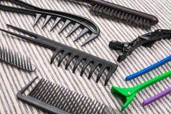 Hairbrushes, stubarwne bobby szpilki i włosów kije, Obrazy Stock