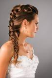 Hairdo nuziale con una zolla in studio Fotografia Stock