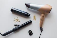 Hairdryer, żelazo i włosiana kiść, styler lub fryzowania Obrazy Stock