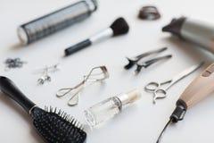 Hairdryer, schaar en andere haar het stileren hulpmiddelen royalty-vrije stock afbeeldingen