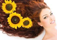 haired model röd studio Royaltyfri Bild