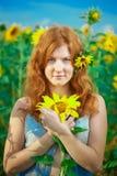 haired röd solroskvinna Arkivbild