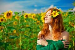 haired röd solroskvinna Arkivbilder