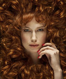 haired red för härlig flicka Royaltyfria Bilder