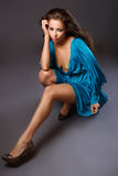 haired ståendekvinna för brunt mode Royaltyfri Fotografi
