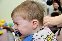 Hairstyle την πρώτη φορά παιδιών ενός έτους βρεφών Στοκ Εικόνες