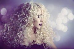 Πορτρέτο ομορφιάς μόδας γυναικών, πρότυπο κορίτσι Hairstyle, ξανθά μαλλιά Στοκ Εικόνες