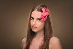 hairstyle Beleza Girl Portrait modelo 'sexy' com composição e tratamento de mãos perfeitos Fotografia de Stock Royalty Free