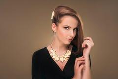 hairstyle Beleza Girl Portrait modelo 'sexy' com composição e tratamento de mãos perfeitos Fotografia de Stock