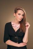 hairstyle Beleza Girl Portrait modelo 'sexy' com composição e tratamento de mãos perfeitos Imagem de Stock Royalty Free