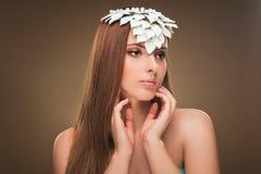 hairstyle Belleza Girl Portrait modelo atractivo con maquillaje y la manicura perfectos Imagen de archivo libre de regalías