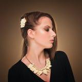 hairstyle Belleza Girl Portrait modelo atractivo con maquillaje y la manicura perfectos Imagen de archivo