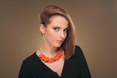 hairstyle Belleza Girl Portrait modelo atractivo con maquillaje y la manicura perfectos Foto de archivo