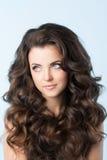 hairstyle Mujer con el pelo ondulado Foto de archivo