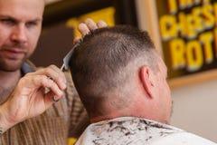Hairstylist fryzjera męskiego szczegółu Włosiani mężczyzna Obrazy Royalty Free
