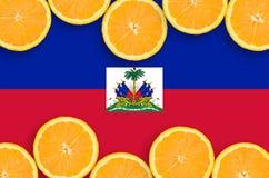 Haiti flagga i citrusfruktskivahorisontalram royaltyfri foto