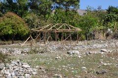 Haitier byggnad under konstruktion nära Mirebalais, Haiti Royaltyfri Bild