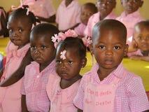 Haitira skolbarn i klassrumet Arkivfoto