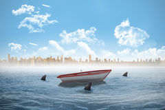 Hajar som cirklar ett litet fartyg i havet Royaltyfri Bild