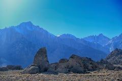 Hajfena och Mount Whitney på alabama kullar Royaltyfri Bild