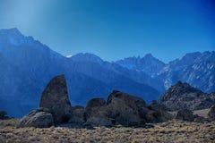 Hajfena och Mount Whitney på alabama kullar Royaltyfri Foto
