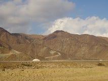 Hajjar bergskedja och himmel - Khorfakkan, Förenade Arabemiraten Royaltyfri Fotografi
