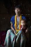 Hakastammen tatuerade kvinnan (Muun) och sonen Royaltyfria Foton
