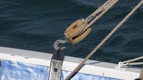 Haken-Flaschenzug und Seil stock footage