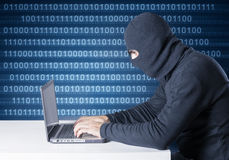 Hakker in actie royalty-vrije stock afbeeldingen
