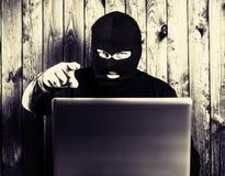 Hakker in balaclava royalty-vrije stock foto