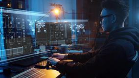 Hakker die computervirus voor cyberaanval gebruiken stock videobeelden