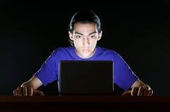 Hakker in donkere ruimte Royalty-vrije Stock Fotografie