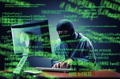 Hakker in het bureau stock fotografie