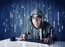 Hakker het decoderen informatie van futuristische netwerktechnologie Stock Afbeelding