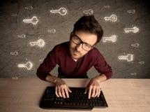 Hakker nerd kerel met getrokken wachtwoordsleutels Stock Afbeeldingen