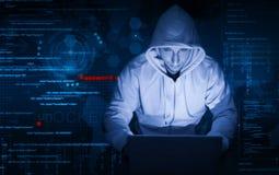 Hakker op het werk stock fotografie