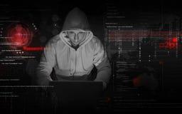 Hakker op het werk stock afbeeldingen