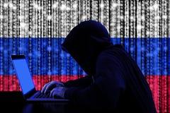 Hakker van Rusland bij het concept van het werkcybersecurity Royalty-vrije Stock Fotografie